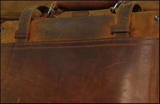 http://media.saddlebackleather.com/Archives/Copious+S3+Server+Files/saddleback_production/489.jpg