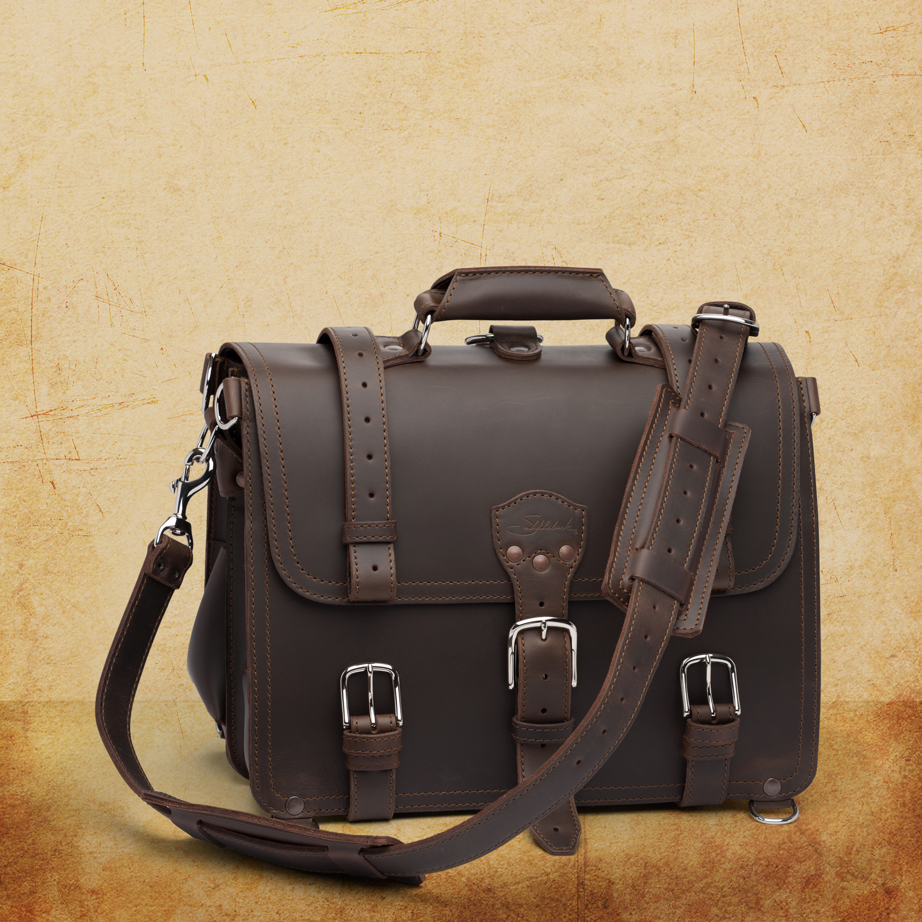 http://media.saddlebackleather.com/Products/Business-Bags/CLC-BC/CLC-BC-LG-DCB-SLC01B-1900.jpg